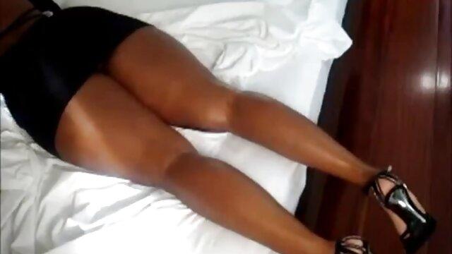 Dos lindas y tiernas chicas follan videos x castellano con un chico