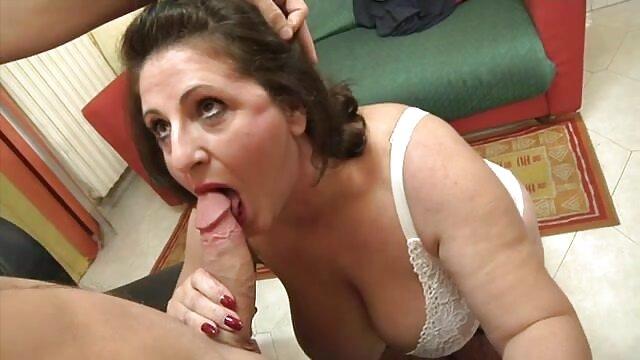 Hermosa lesbiana madura aburrida sola en casa. Decide llamar a una gordas maduras españolas masajista y seducirla. ¡Y lo hizo!