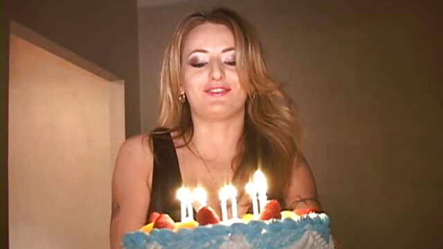 La rubia Kayla Green porno hentai español se folla a su amante y se folla al mensajero