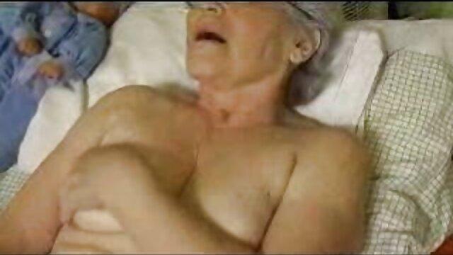 Sándwich erótico. El macho se acuesta, una zorra está encima de videos porno free en español él y encima hay otro macho. Aquí hay un sándwich hecho por dos machos calientes con una rubia sexy. La perra es muy apetecible y folla magníficamente