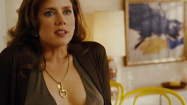 Me gusta ver porno en castellano cuando mi esposa me lame las pelotas