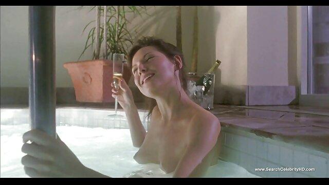 Si te encanta el porno español del bueno sexo interracial, este video es para ti. En el que esta sexy rubia tetona caliente recibe un gran coño negro