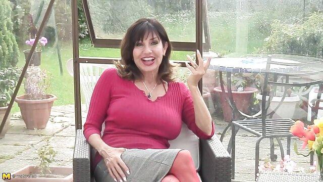 La elegante mamá Lisa Ann se folla duro en porno online español la cama