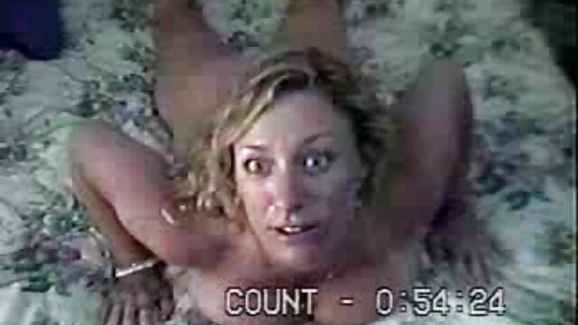 Después de hablar de ella misma, la chica le chupó la polla al productor ver videos de sexo en español