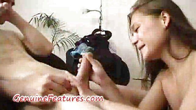 Una linda morena le come la polla a un porno subtitulado en español cliente
