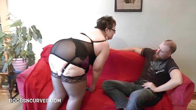 Sensual hottie monta una hermosa polla gorda porno hablado en castellano