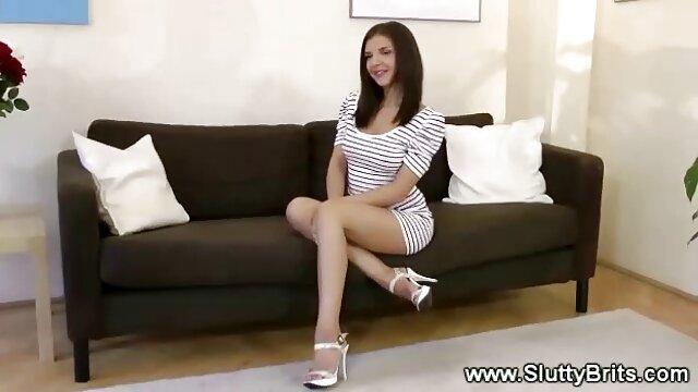 Joven secretaria chupa bien la videos porno de fakings polla