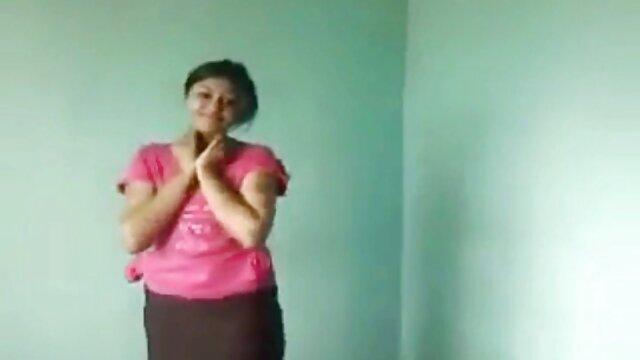 Nena con grandes videos comlouder tetas ama tanto el cunnilingus como chupar una polla dura