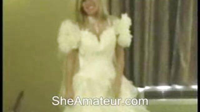 Stripper después porno con sub español de la actuación fue llevada a la limusina y follada