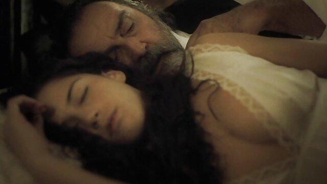Rubia de coño sexo subtitulado español peludo se pajea frente al espejo