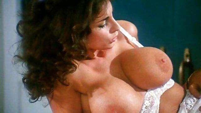 La videos xxx españolas maduras sexy rubia Lyra Law chupa la enorme polla de su amante