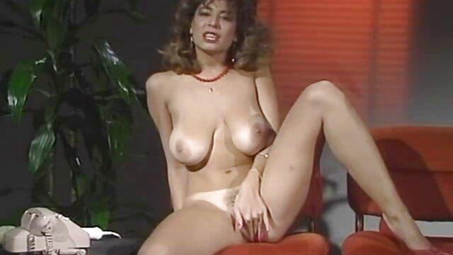 Un joven cornudo observa como un negro anal amateur español se folla a su sexy novia